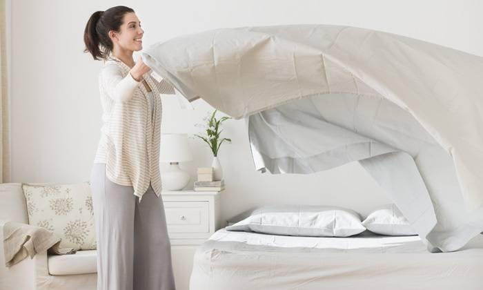 làm sạch mạt bụi trên giường